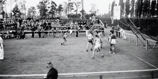 1936年柏林奥运会篮球比赛组图:激烈争抢 挥洒汗水