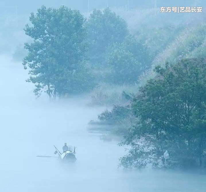 浙江持续阴雨 杭州西湖烟雨朦胧分外诗意