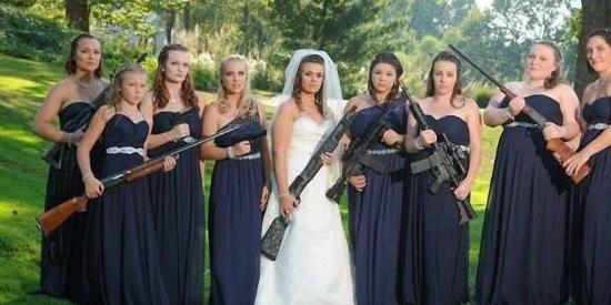 趣图分享:姑娘们,你们是准备逼婚吗